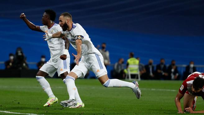 El Madrid deshace al Celta con Benzema y Vinícius en modo leyenda y se pone líder